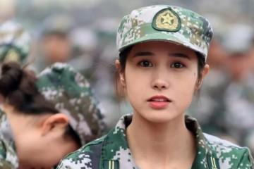 洛阳一女大学生因军训照走红多家文娱公司求签约被拒只因一事
